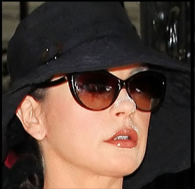 Cathering-Zeta-Jones-Powdery-nose