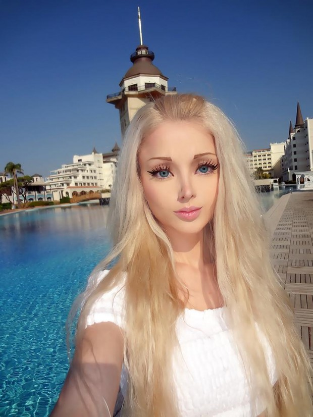 Real-life-barbie-Valeria-Lukyanova-10-620x826